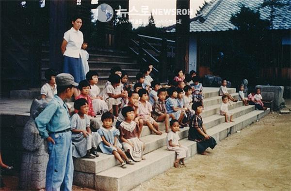한국전쟁_당시_경천애인사의 아동들(1952).jpg