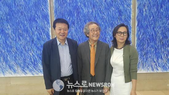 김곤선 뫼비우스 갤러리 대표 와 김재원 여원 뉴스 회장.jpg