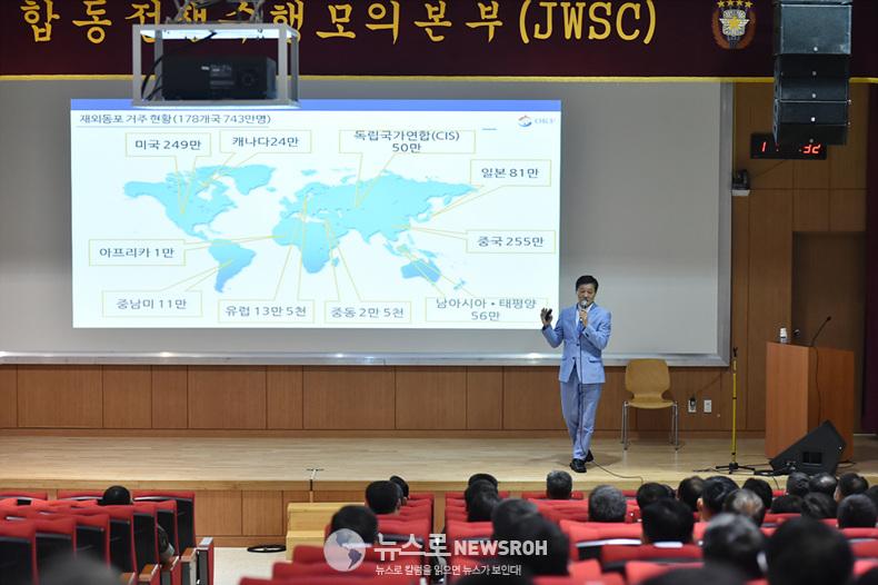 사진3. 강의하는 한우성 재외동 이사장.jpg