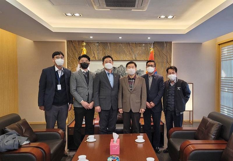 한인소식-이여홍 대사, 김무영 다문화회 회장 및 이사진 접견.jpg
