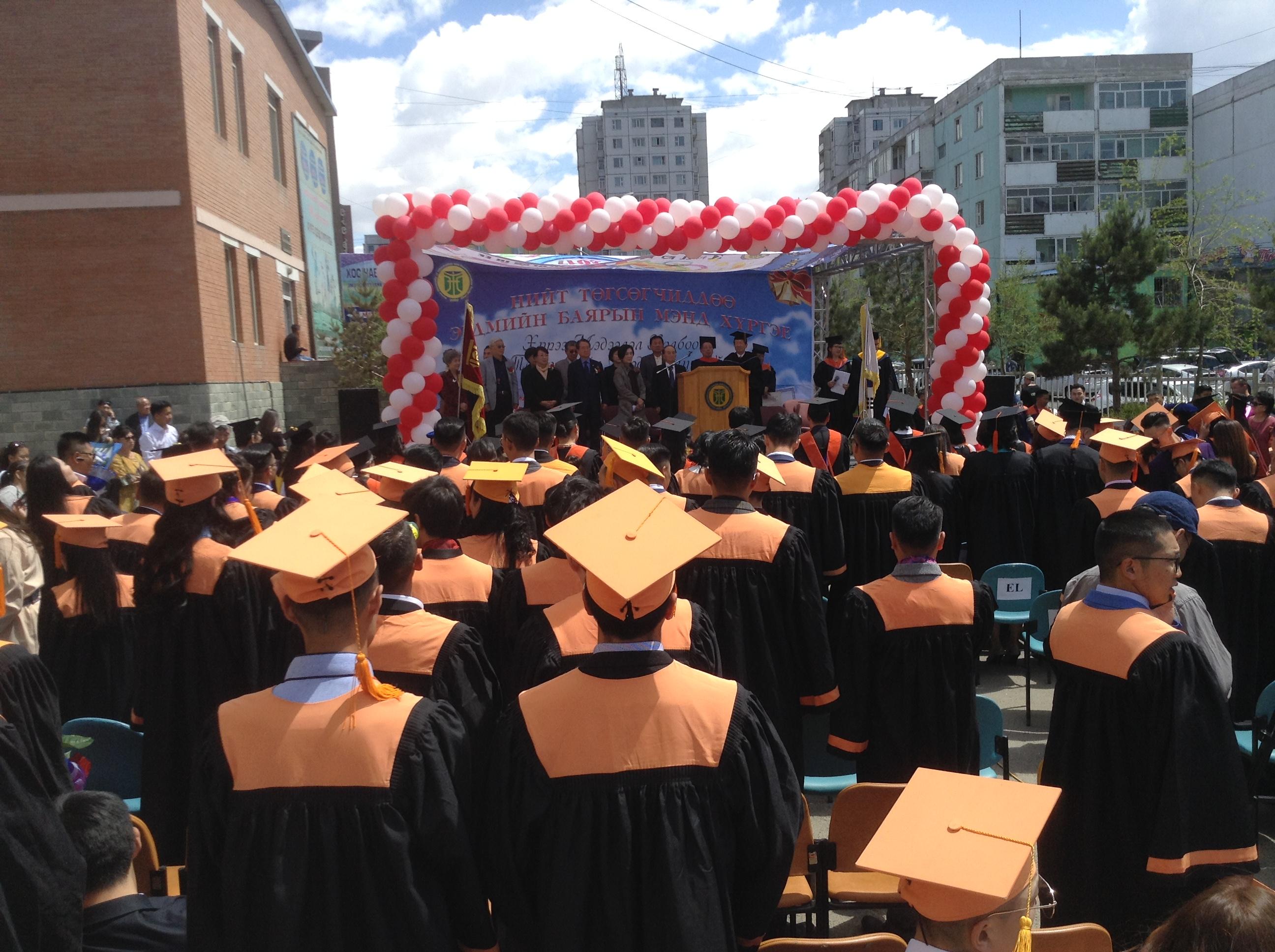 한인동정-후레대학교 졸업식.JPG