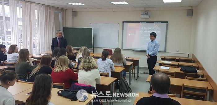 7 발표하고 있는 첼랴빈스키국립대 허룡천(중국동포) 교수.jpg