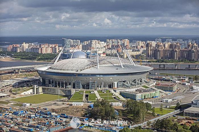 800px-RUS-2016-Aerial-SPB-Krestovsky_Stadium_01.jpg