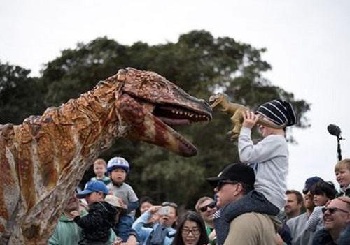 왓츠온 공룡.jpg