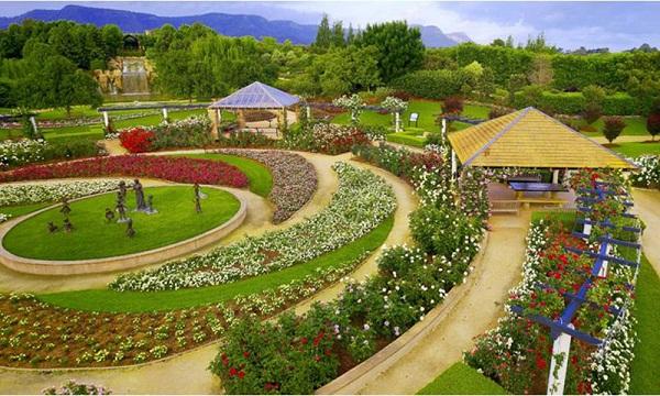 2 Hunter Valley Gardens 1.jpg