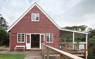 매거진 3- Little Red Barn 2.jpg