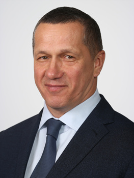 800px-Yury_Trutnev_official_portrait.jpg