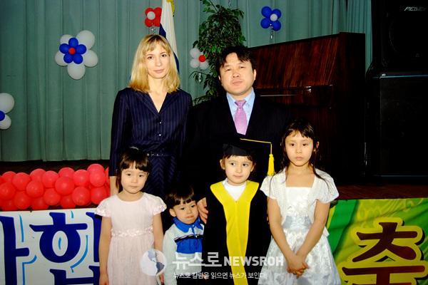 예전 둘째 서이 모스크바한국유치원 졸업식에서.jpg