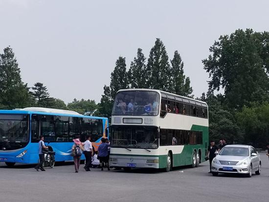 7.자연박물관주차장_이층버스.jpg