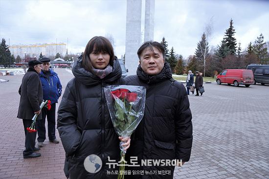 김원일 회장(자녀와 함께).jpg