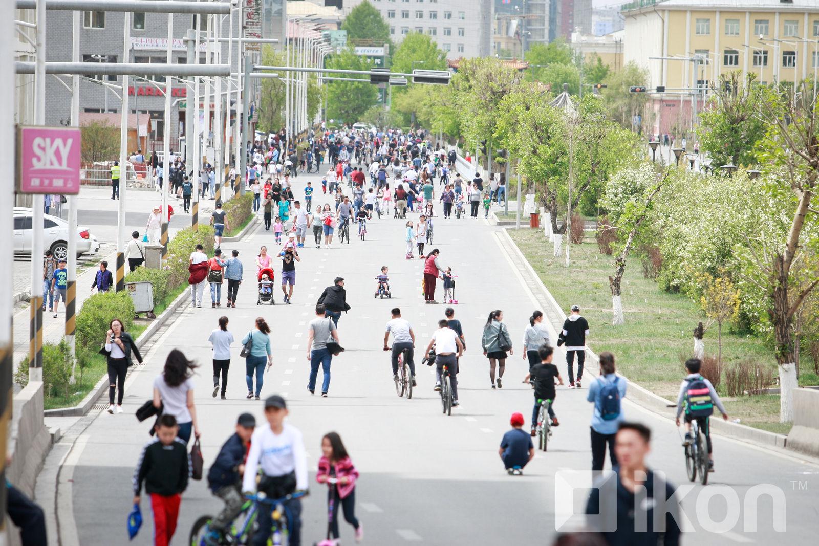 몽골의 인구는 3,296,866명이고 가구 수는 897,427가구.jpg