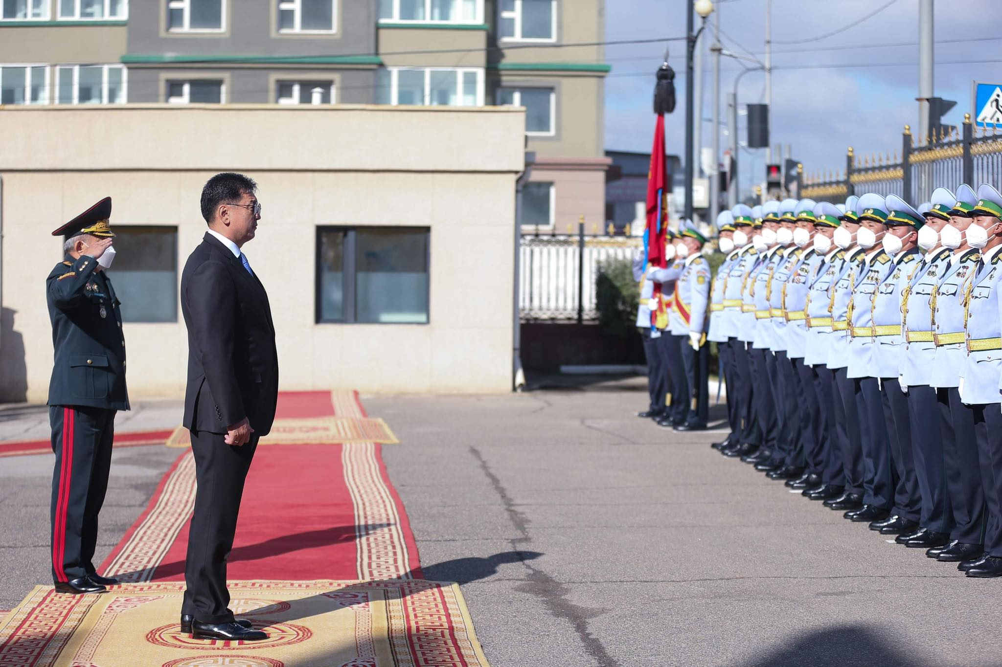 대통령은 국경수비총국을 방문하여.jpg