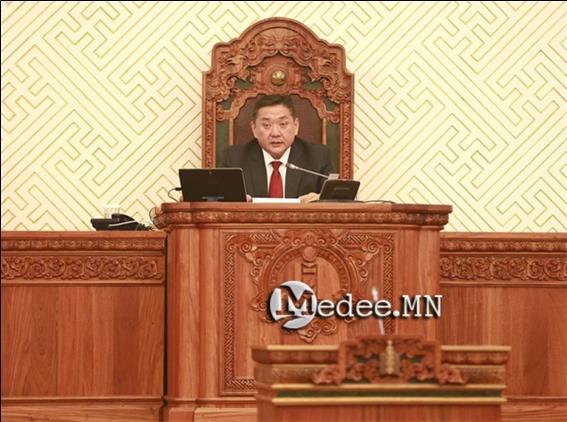 엥흐볼드 국회의장 문제 공개 심의에 찬성한 의원 17명.jpg