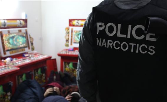 남성 3명 마약을 사용한 채 경찰에 붙잡혀.jpg
