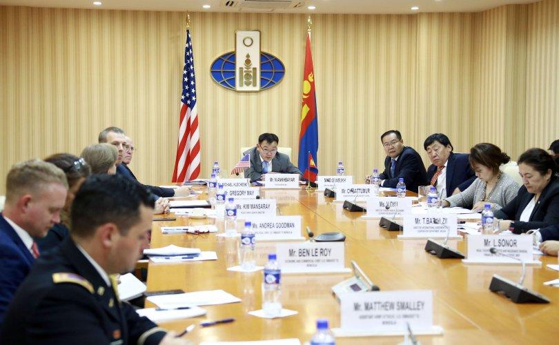 몽골-미국 간 온라인 회의를 개최하여.jpg