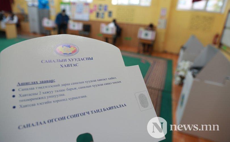 민주당은 10개의 아이막에서 승리했고 몽골인민당은 수도권에서 승리하여.jpg