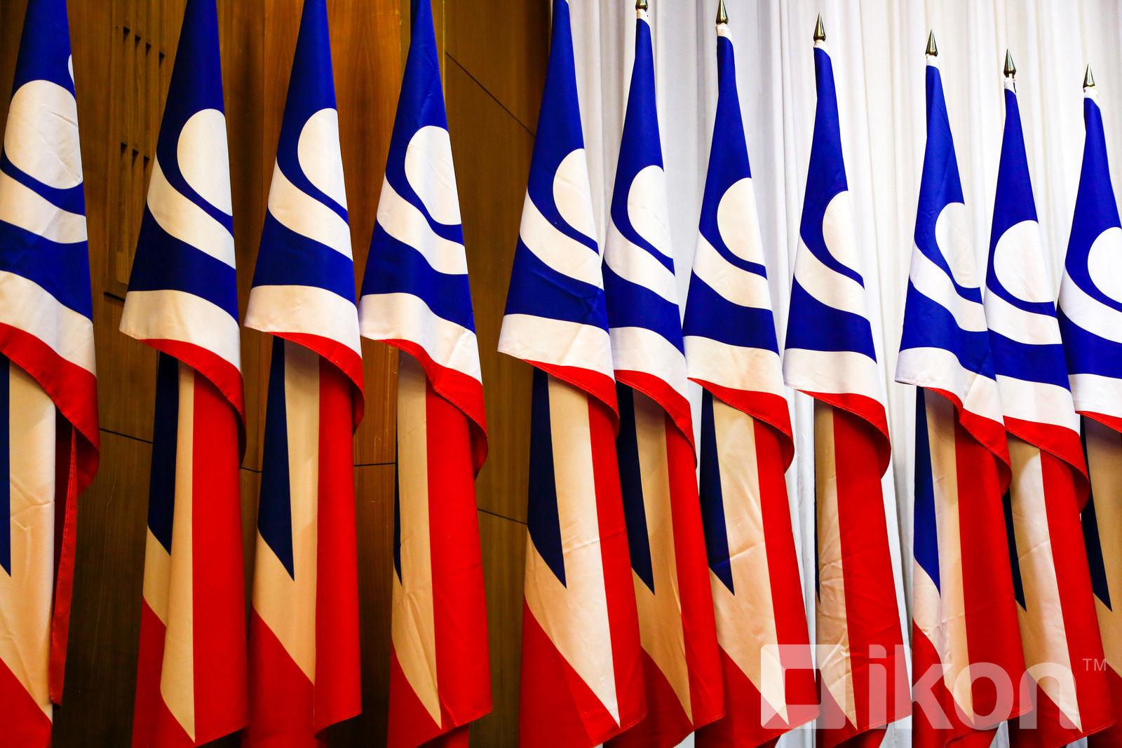 L.Khadbaatar, 우리 중진들은 전 민주당 대표가 당을 분열시켰다고 비난하여.jpg