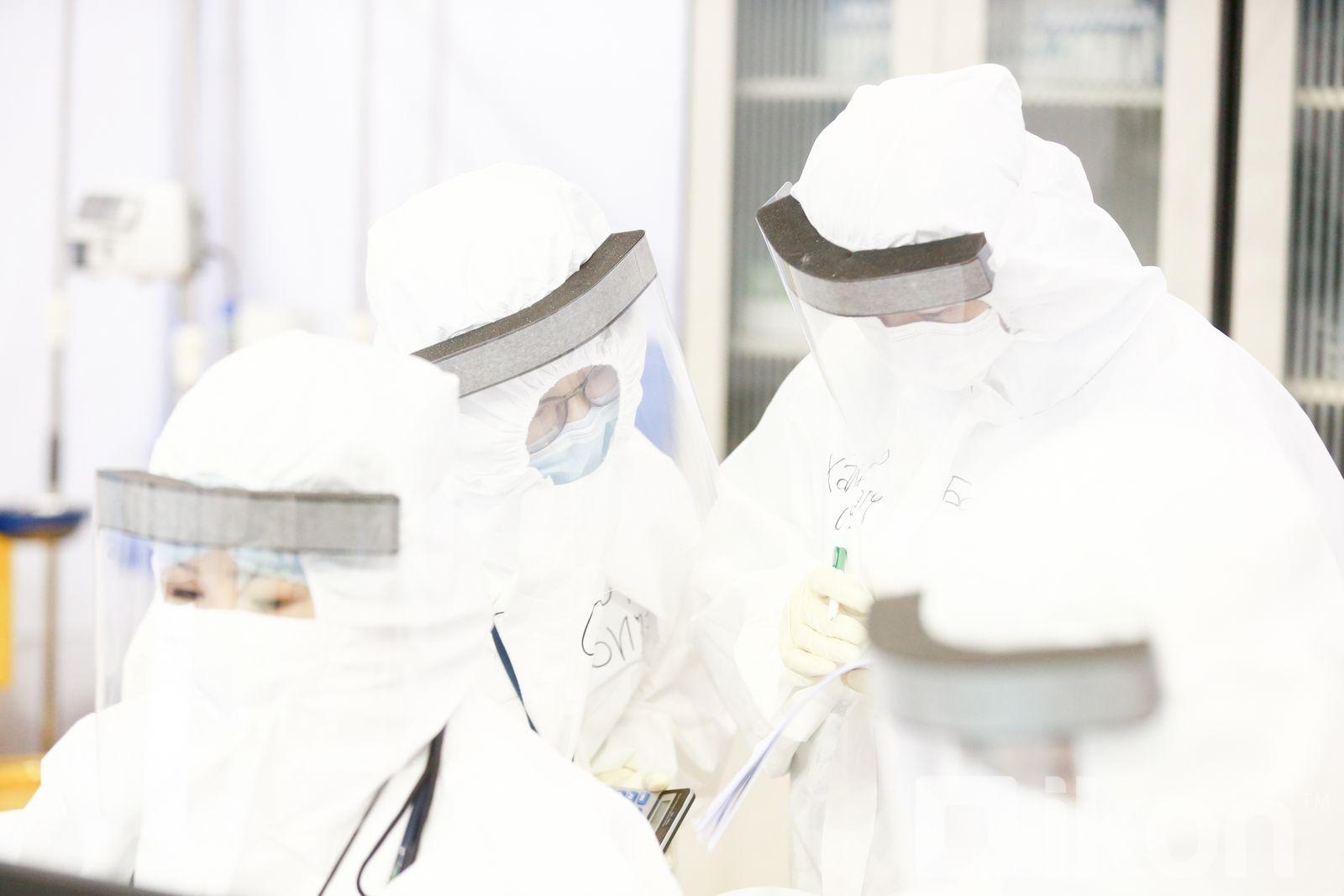 지난 하루동안 2,565명의 사람들이 COVID-19에 감염되었고 17명이 사망하여.jpg
