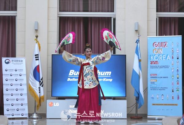전통 무용 부채춤 문화공연.jpg
