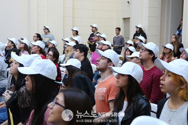 문제에 집중하는 참가자들.jpg