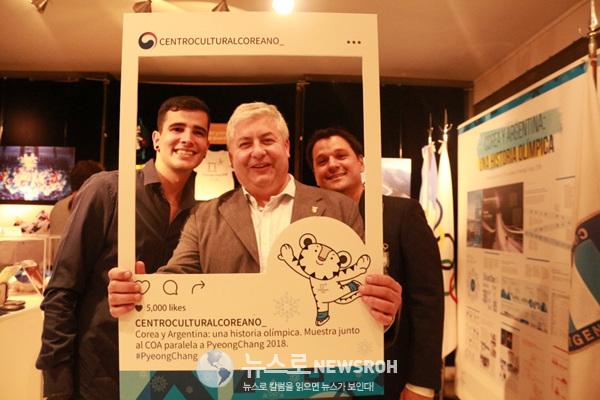 아르헨티나 올림픽위원회 관계자들의 기념사진.jpg
