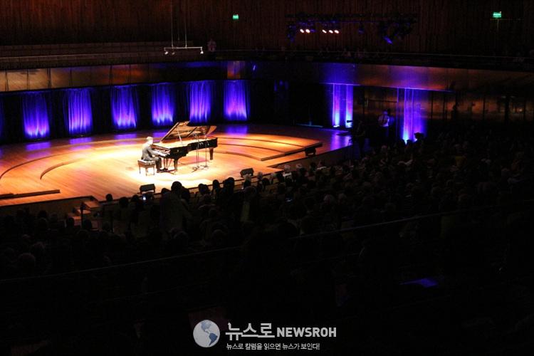슈베르트를 연주한 피아니스트 임동혁.jpg
