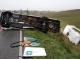 관광객 탄 중형버스 전복돼 부상자 발생
