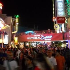 붐비는 올랜도.... 연말연시 관광객 폭주