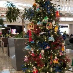 애틀랜타 국제공항 출국장에 한국 성탄 트리 설치
