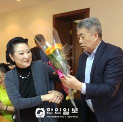 '세계여성의 날' 축하하는 김로만 고려인협회장