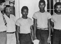 70년 만에 회복된 '사법정의'… 희대의 인종차별 피해자들 사면