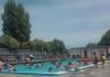 지진으로 망가진 수영장 다시 만든 학생, 학부모들과 지역 주민들