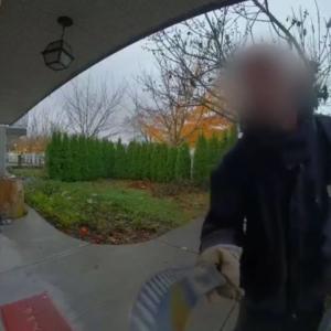 밴쿠버 주택가 정글도 무장 괴한 배회...긴급 체포