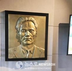 송혜교-서경덕 中윤봉길기념관 부조작품 기증